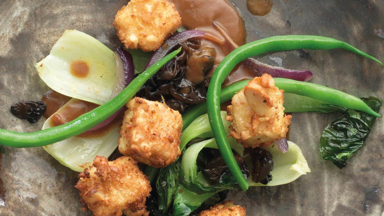 Asiatische Gemüsepfanne mit knusprigem Tofu
