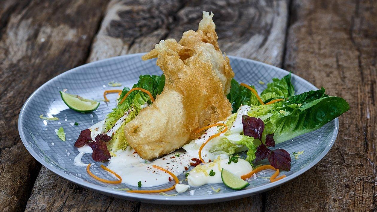 Battered Heilbutt auf Römersalat mit Zitronen - Ingwer - Mayonnaise