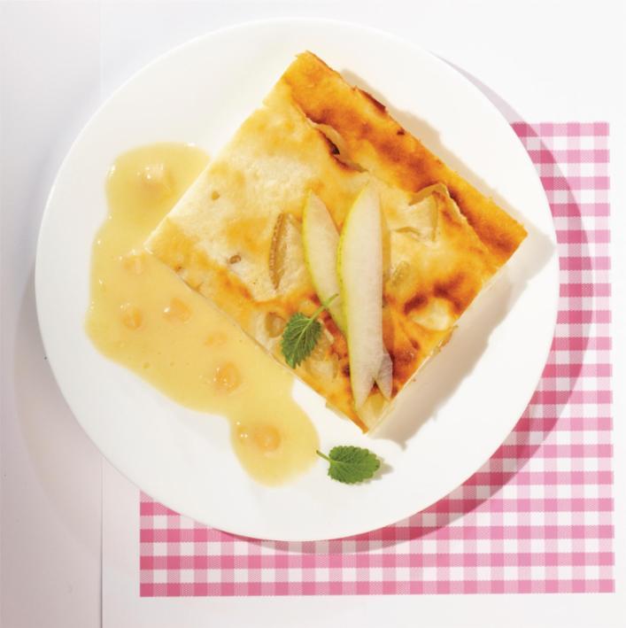 Birnen-Quark-Schnitte mit Mango-Aprikosensauce