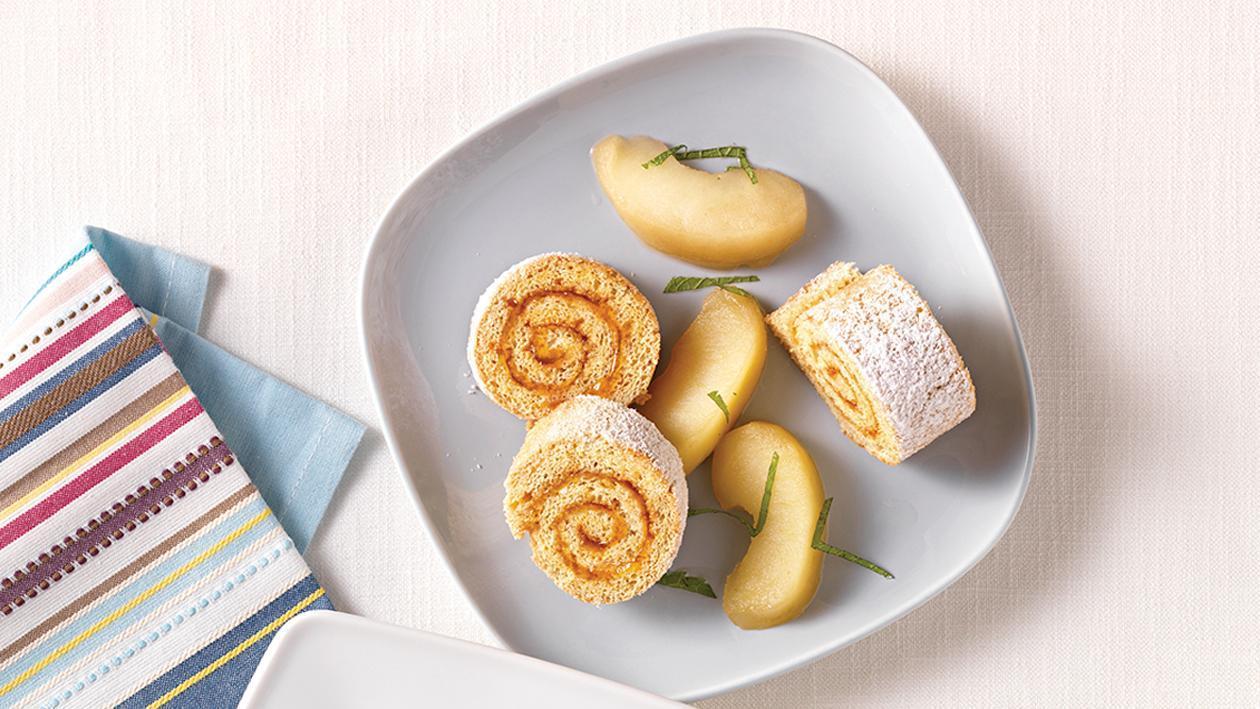 Biskuitroulade mit Apfel-Zimt-Kompott