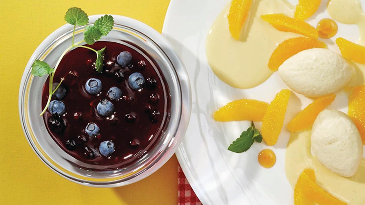 Blaubeerfrucht-Kaltschale mit frischen Beeren