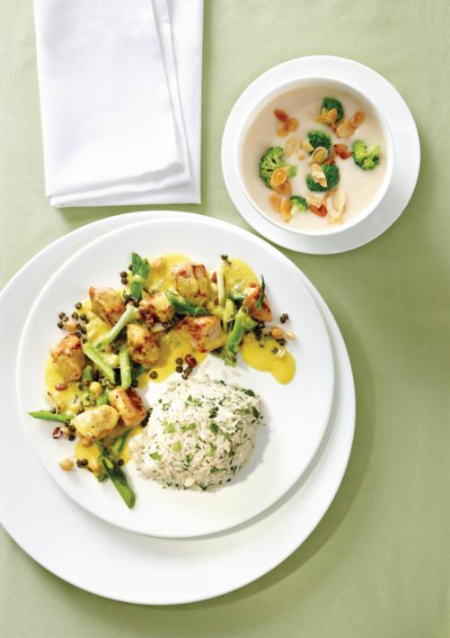 Blumenkohl-Cremesüppchen mit gebratenem Mandel-Broccoli