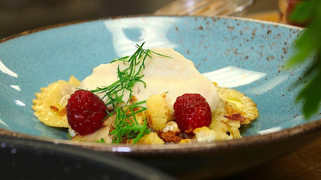 Blutwurstkartoffel- Ravioli auf Blumenkohlpüree