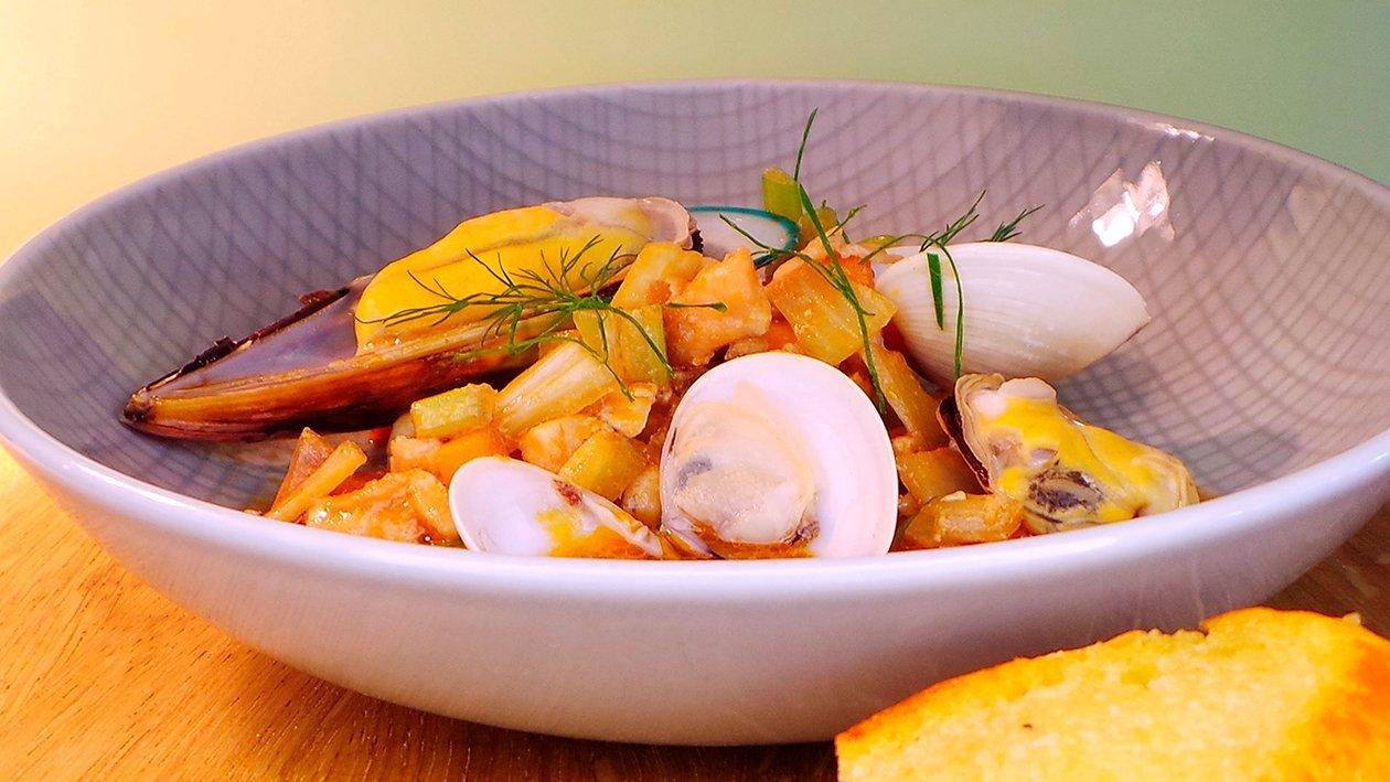 Bouillabaisse mit Crostini und Sauce Rouille