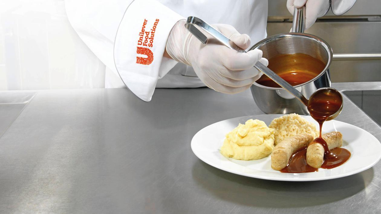 Bratwurst mit Sauerkraut und Kartoffelpüree püriert