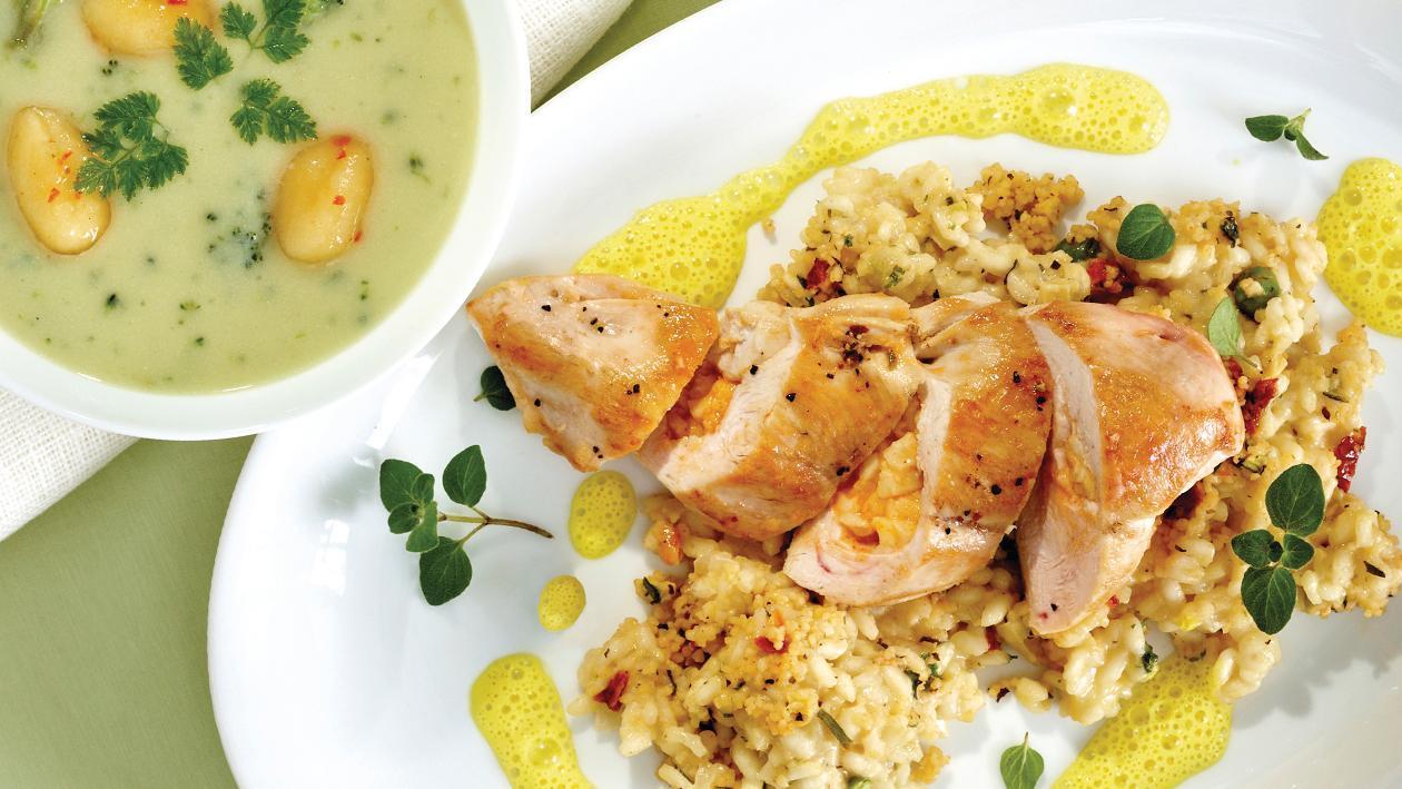 Chili-Mozzarella-Huhn auf orientalischem Risotto und einem Hollandaise-Curry-Schaum
