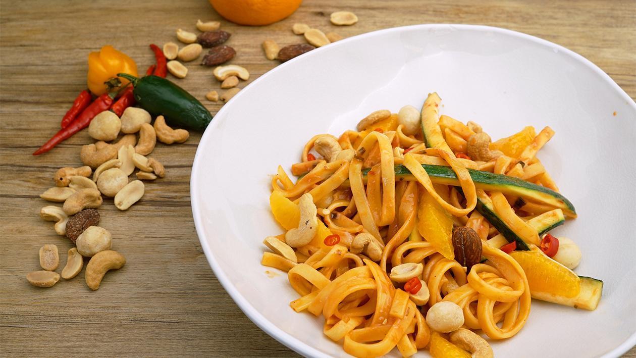 Erdnuss Orangen Zucchini Salat