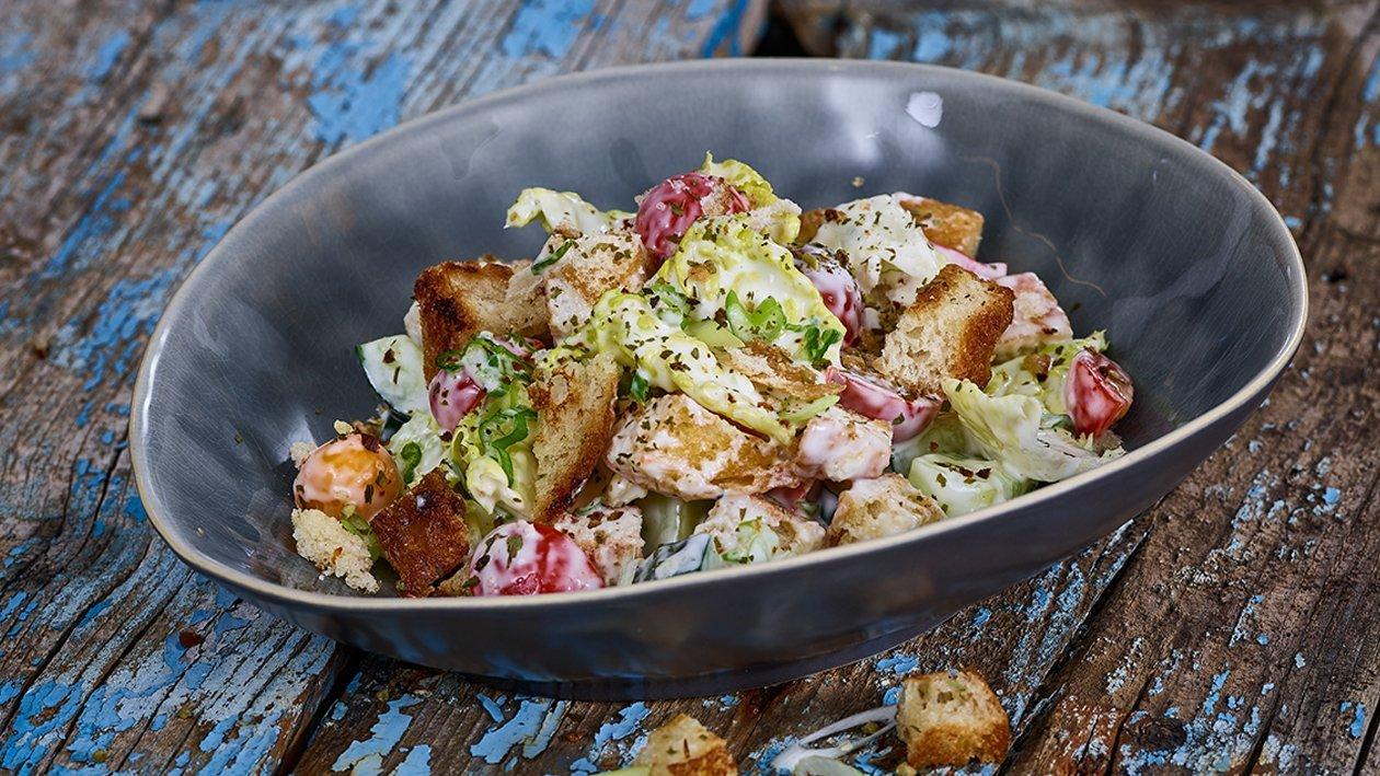 Fatoush mit Gurke, Römersalat und Joghurtdressing