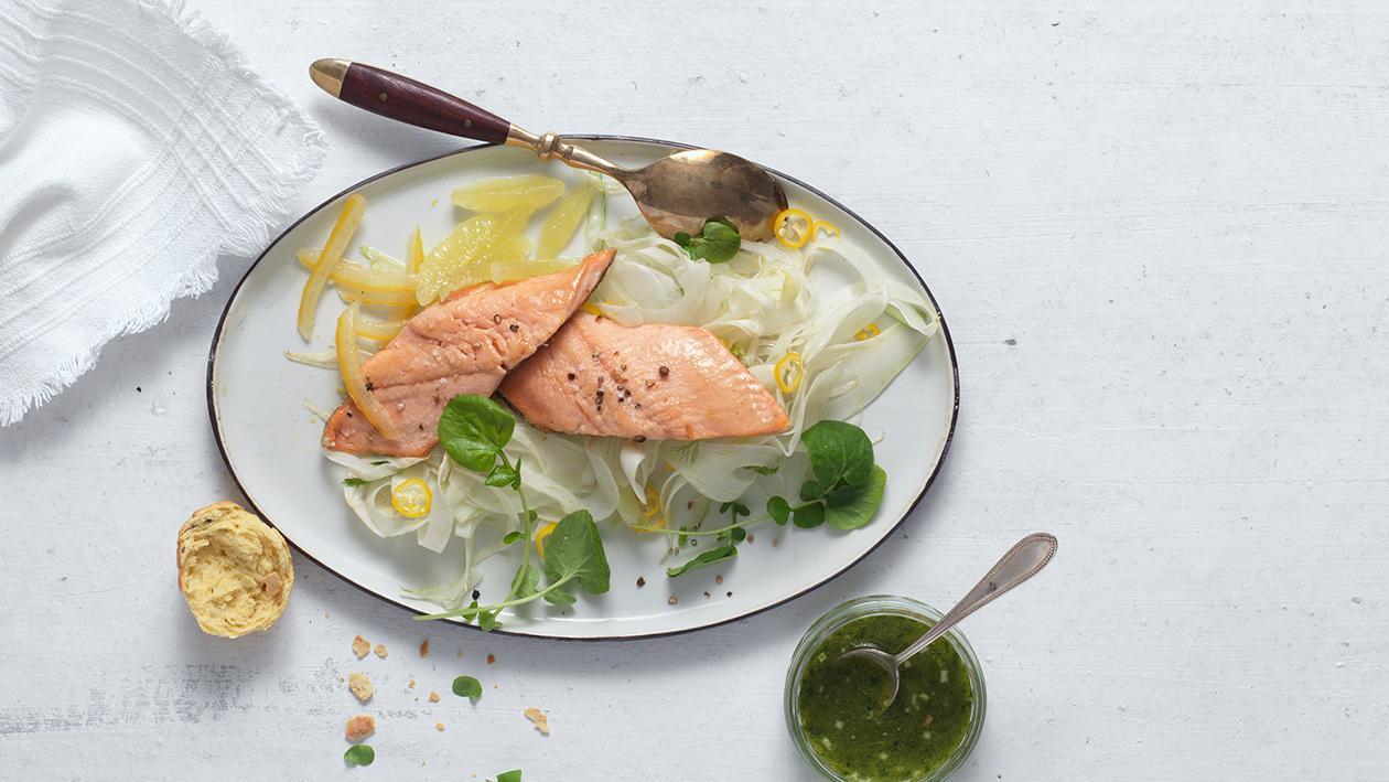 Fenchel-Zitronen-Salat mit Lachsforelle