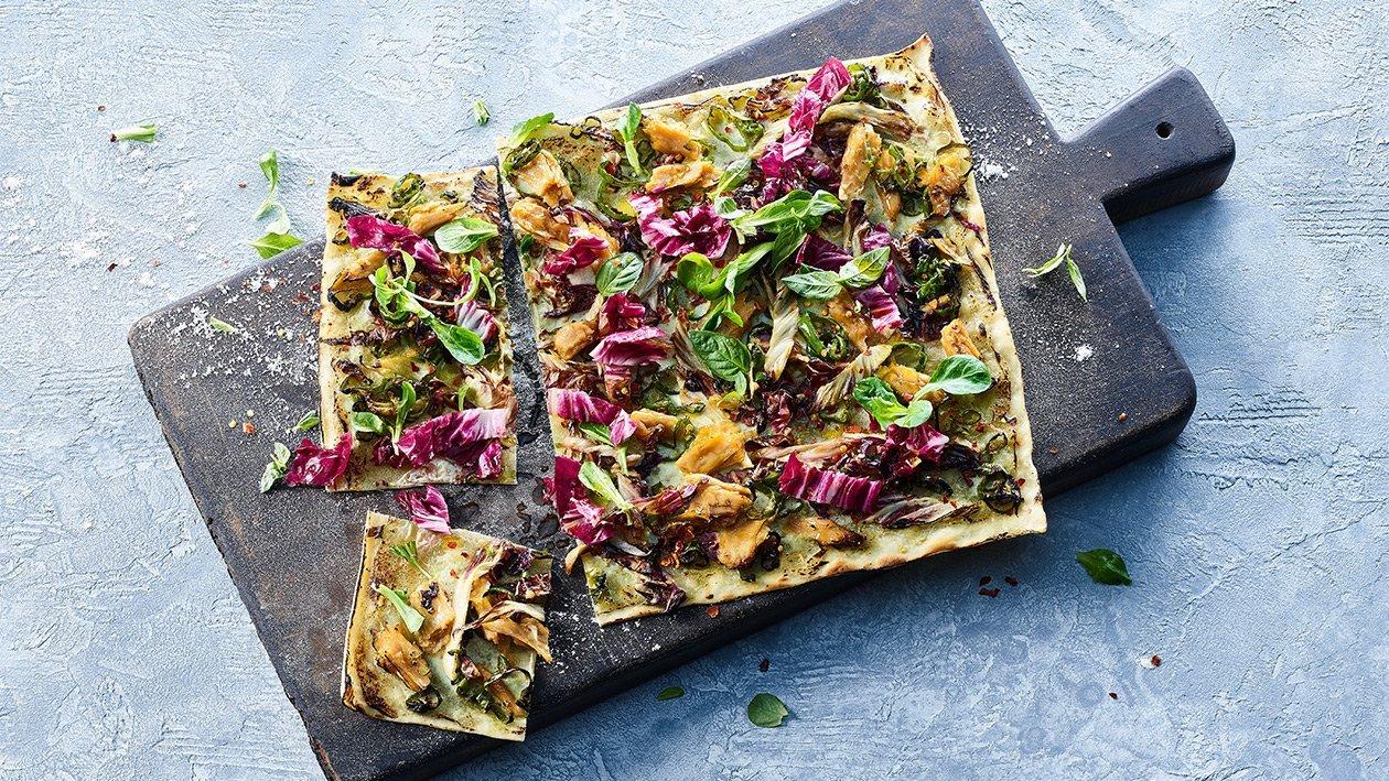 Flammkuchen mit veganem Geschnetzeltem und Gemüse
