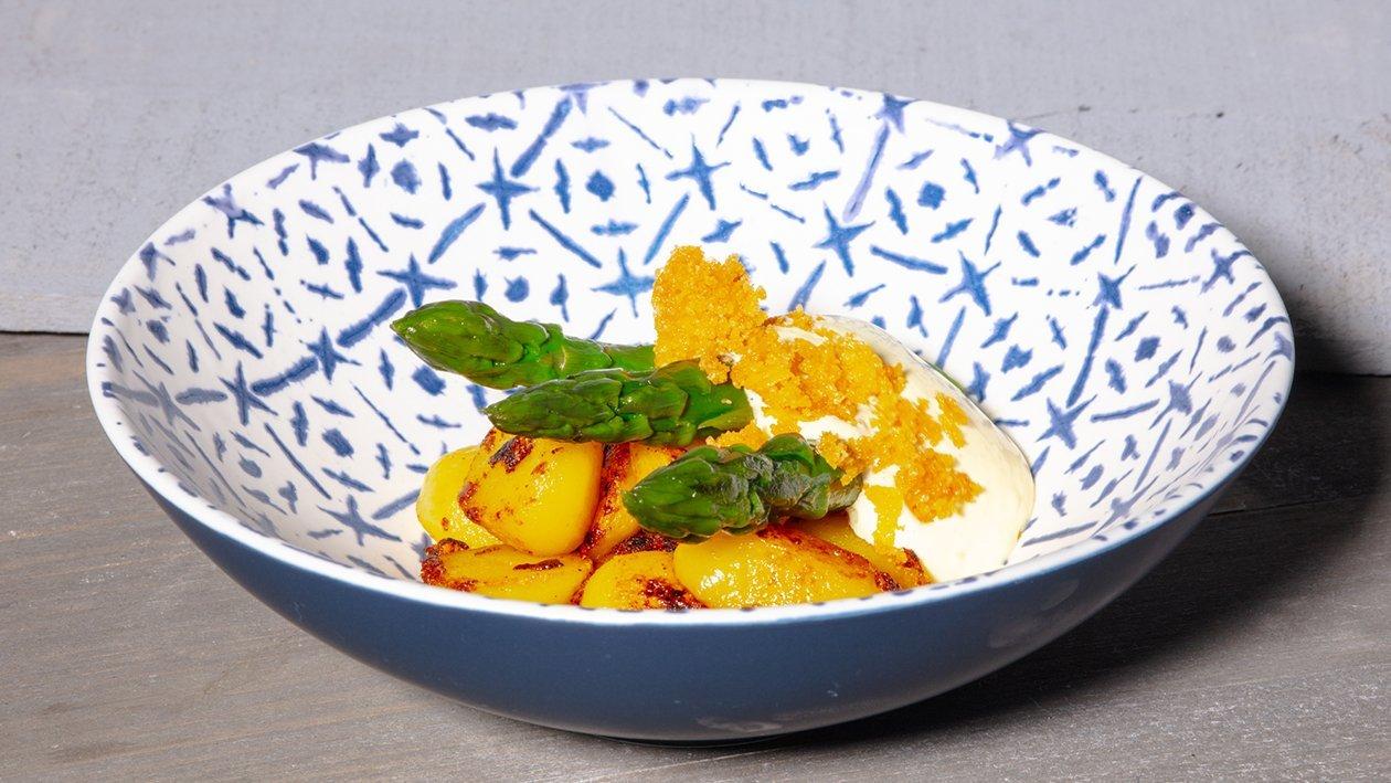 Gebratener Spargel mit Kartoffeln und Paprika Schmelz