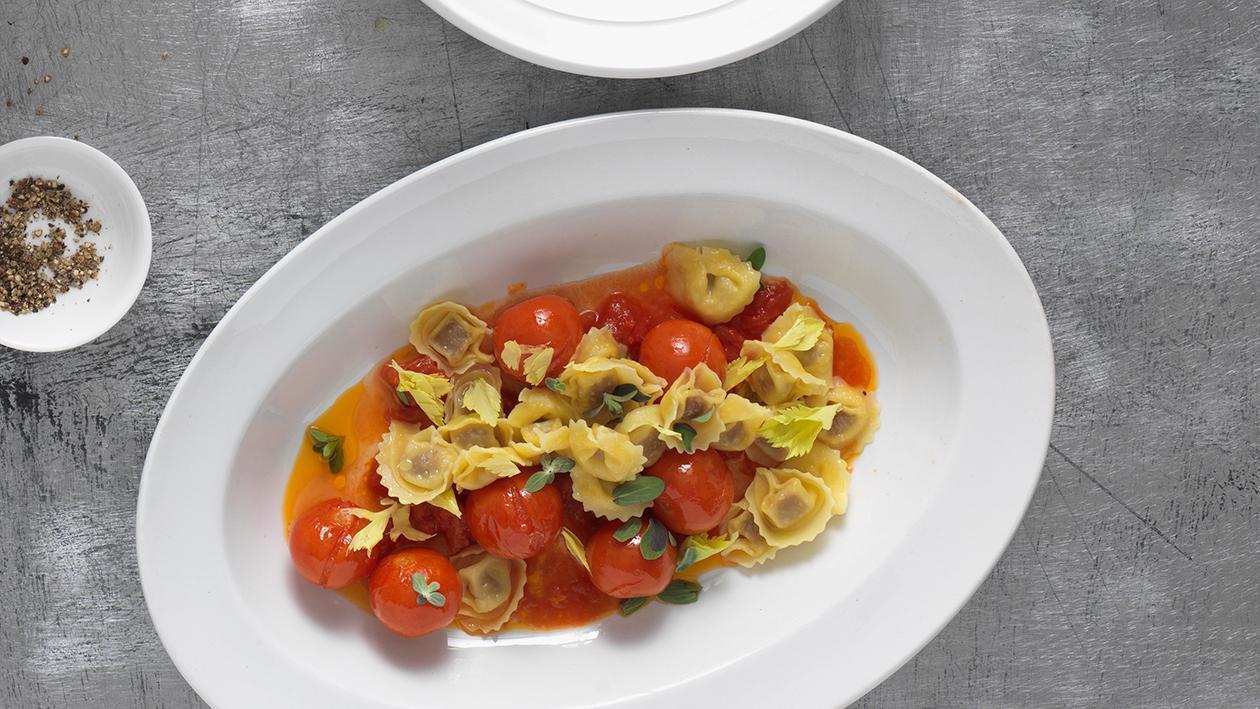 Gefüllte Pasta mit Ofen-Tomaten-Sauce
