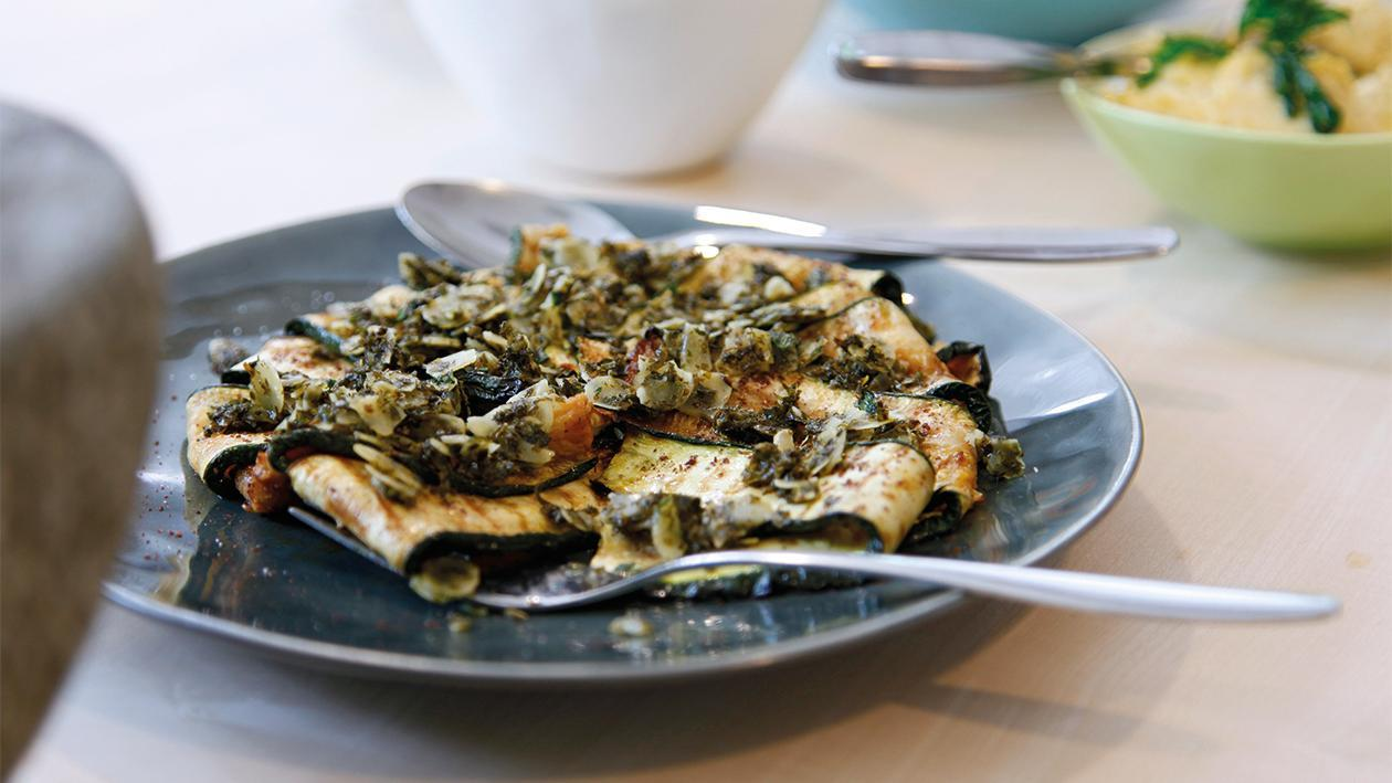Gegrillte Zucchinin mit Minze und Baharat