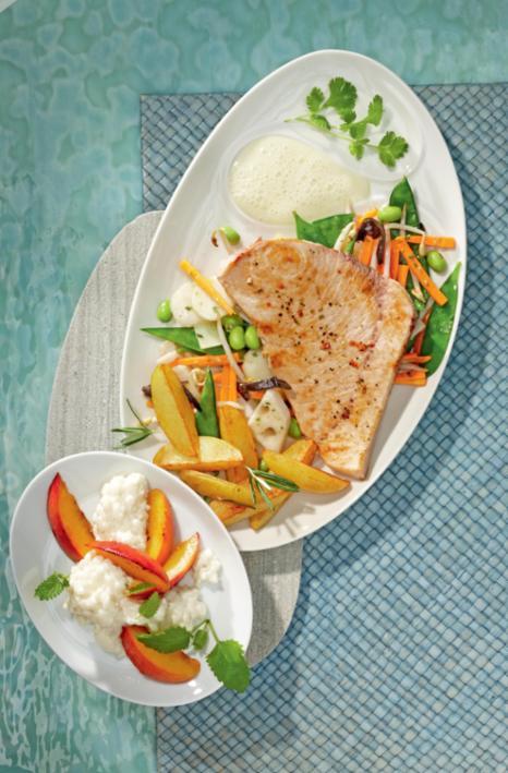 Gegrillter Schwertfisch an Zitronenschaum mit Wok-Gemüse und Rosmarinkartoffeln