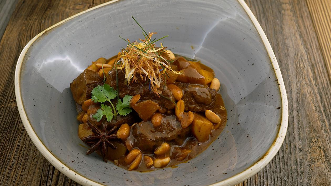 Gelbes Curry, Rindfleisch, Kartoffeln, Erdnüsse