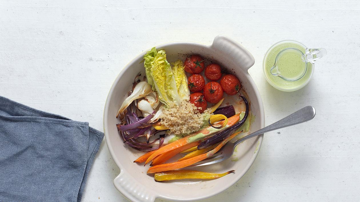 Gemüse-Salat mit Quinoa und Feta-Creme
