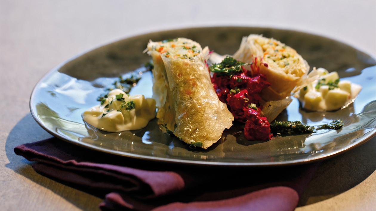 Gemüsestrudel mit Kohlrabi-Gemüse und Rote Beete Salat
