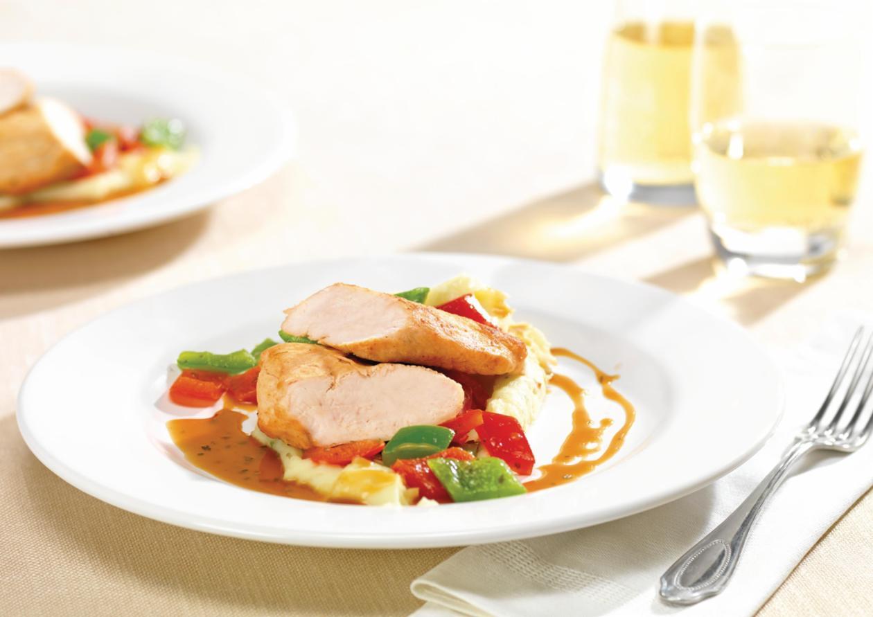 Geräucherte Hähnchenbrust mit Orangen-Kräutersauce, Paprikagemüse und Kartoffelpüree