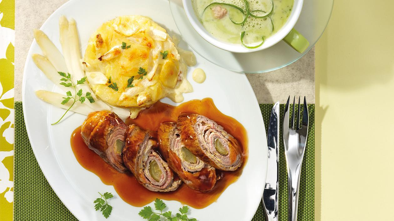 Geschmorte Rinderroulade an feiner Balsamicosauce und Kartoffel-Spargel-Gratin