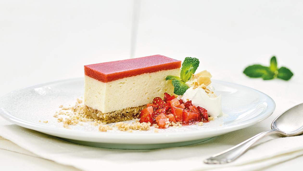 Haferflocken-Quark-Kuchen mit Erdbeer-Gelee