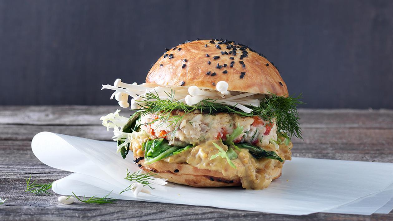 Hamburger mit geräuchertem Heilbutt und Kabeljau