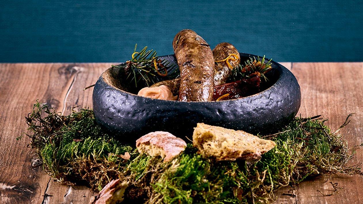 Hausgemachte Hirschbratwurst mit Feigensenf und Gewürz-Früchtebrot