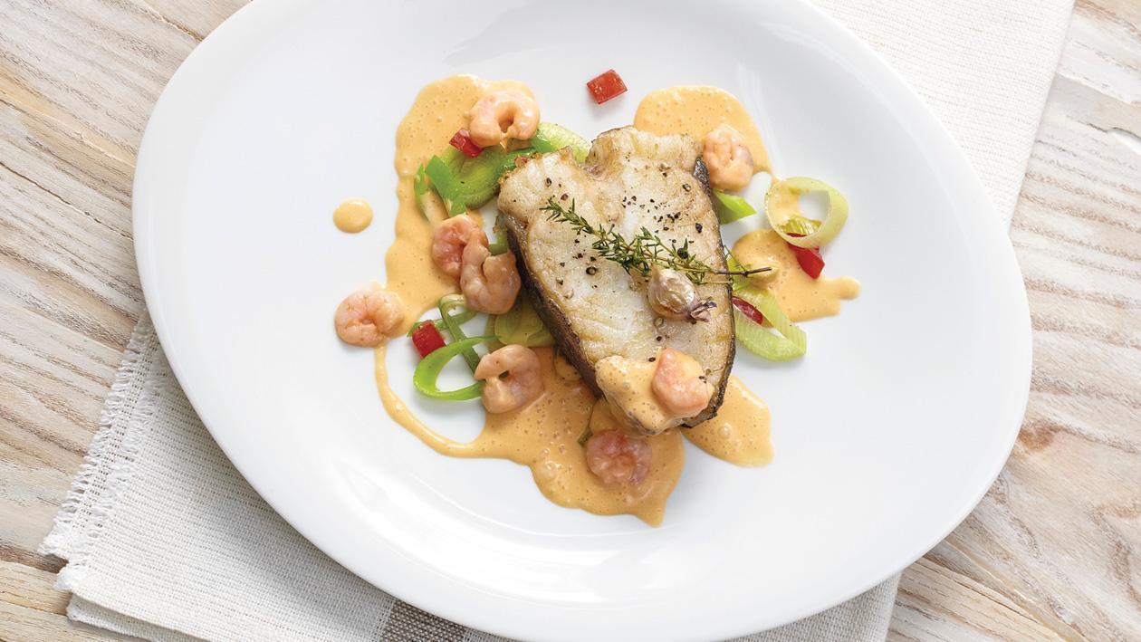 Heilbuttfilet mit Krustentiersauce und Shrimps