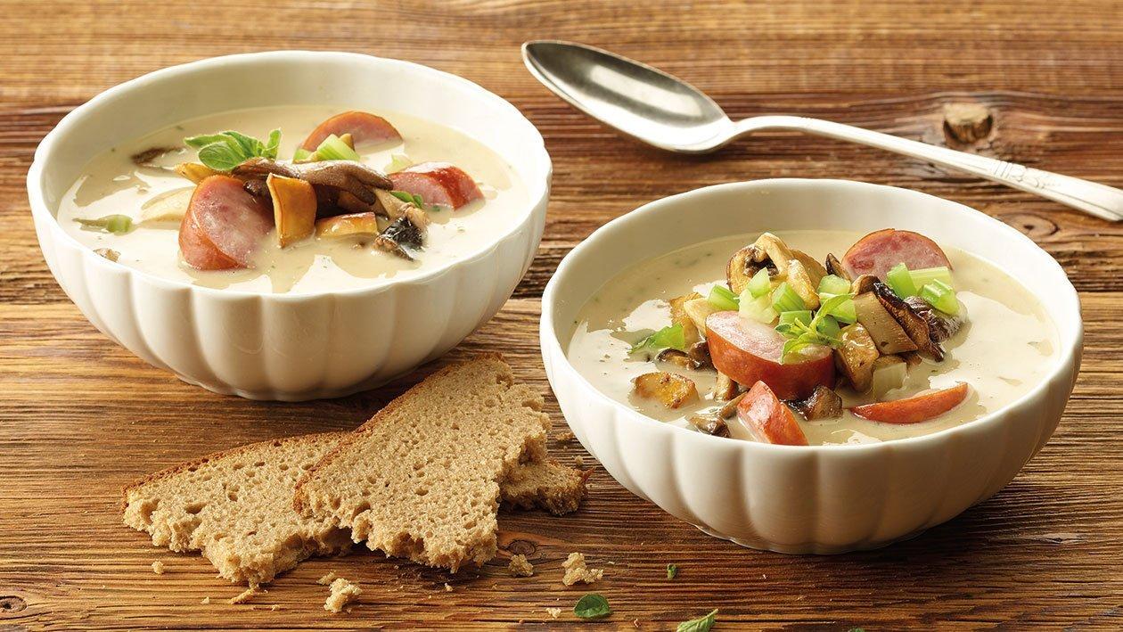 Herbstliche Pilzsuppe mit Würstchen
