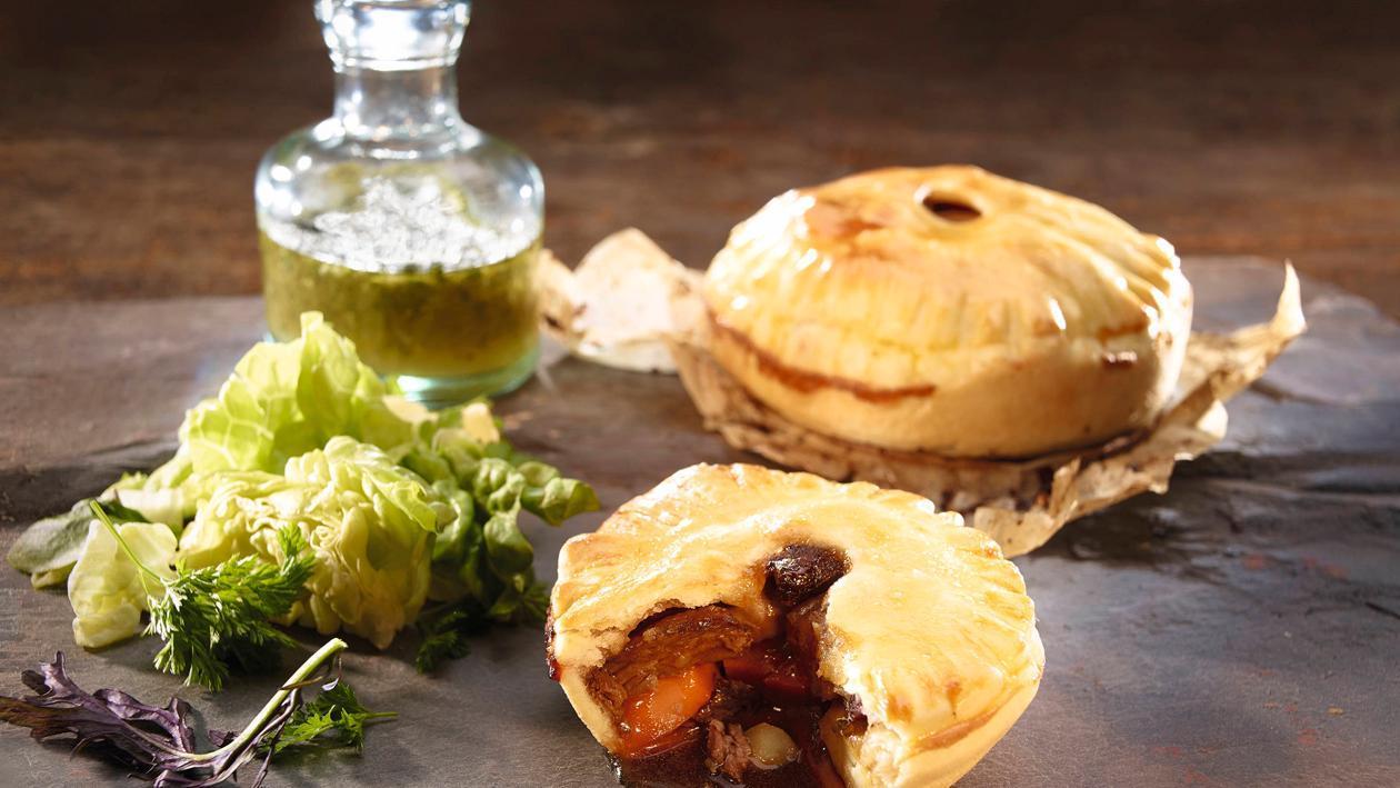 Hirsch-Pie mit herbstlichem Blattsalat
