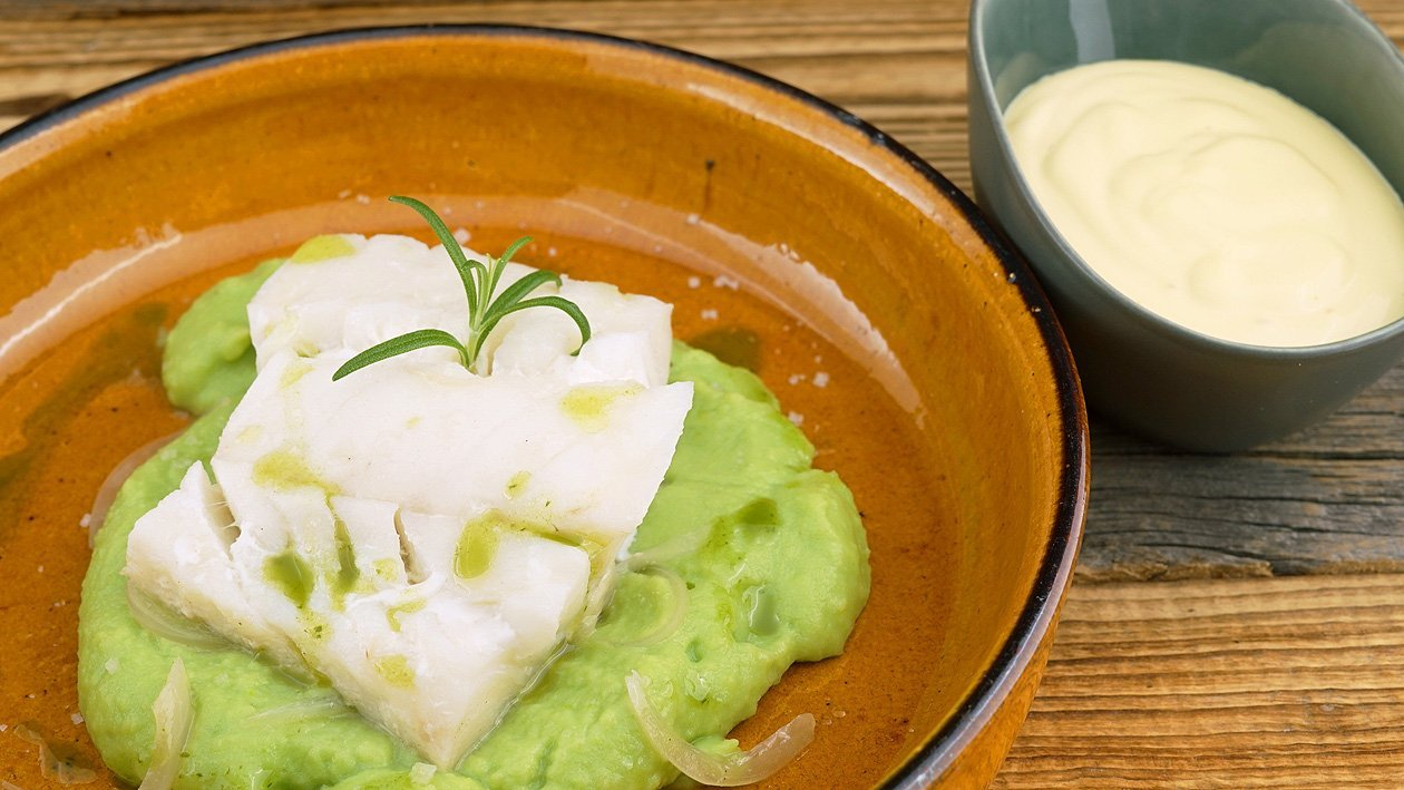 Kabeljau poschiert mit Erbsen-Kartoffelpüree und Limonen-Hollandaise
