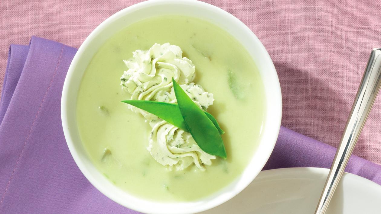 Kaiserschoten-Cremesuppe mit Gartenkräutercreme
