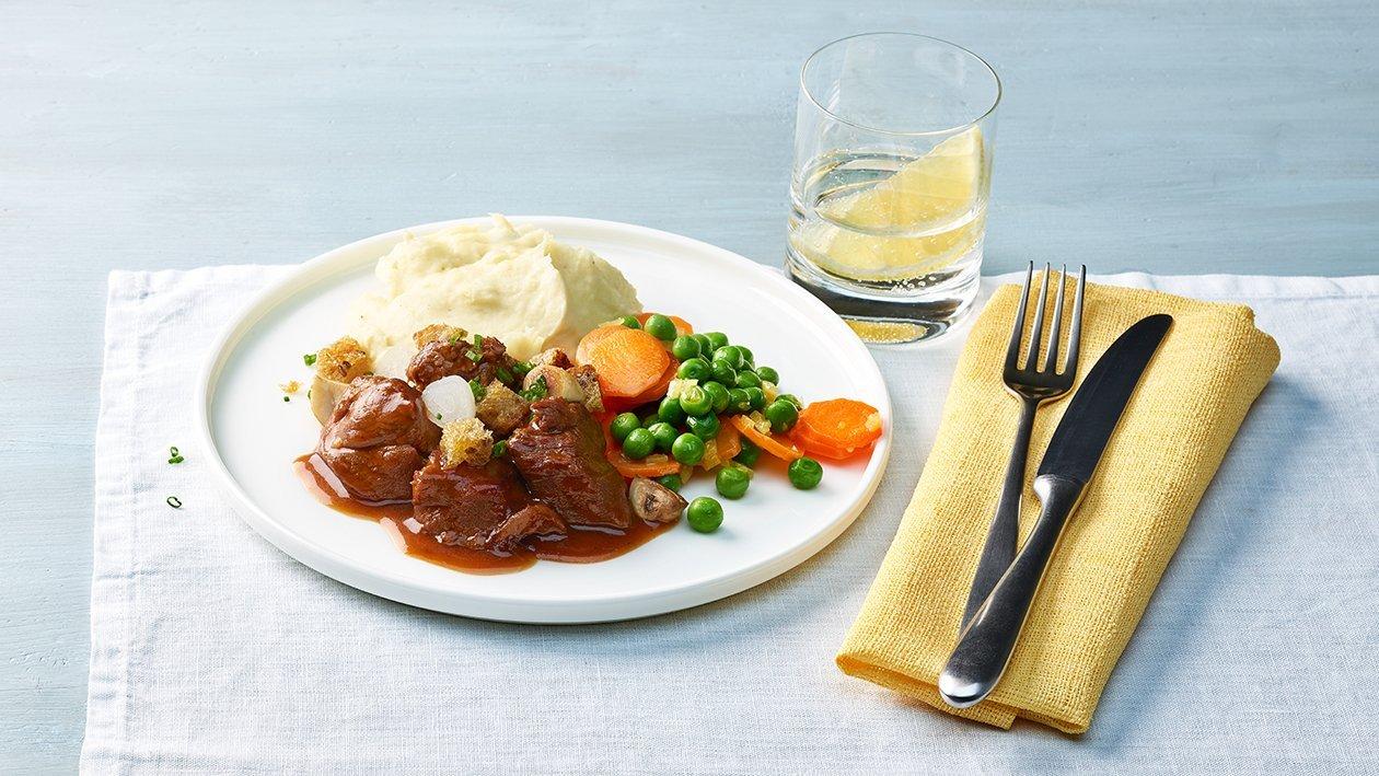 Kalbsragout mit Karotten und Kartoffelpüree