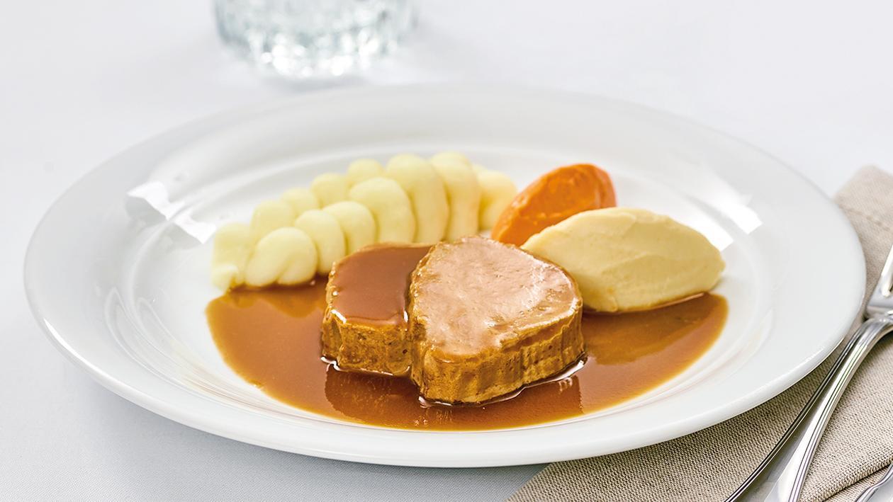 Kalbsrollbraten mit Kartoffelpüree und Gemüsepüree für Leute mit Schluckbeschwerden