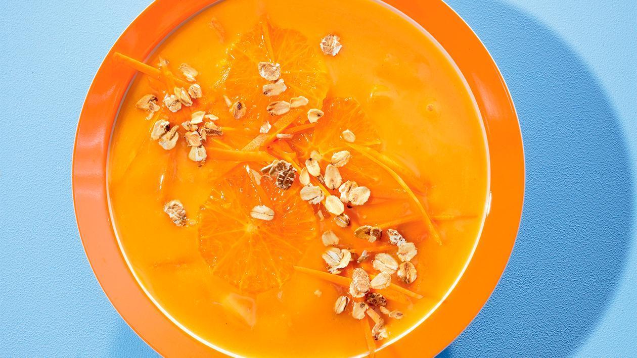 Karotten-Orangen-Cremesuppe mit gerösteten Haferflocken