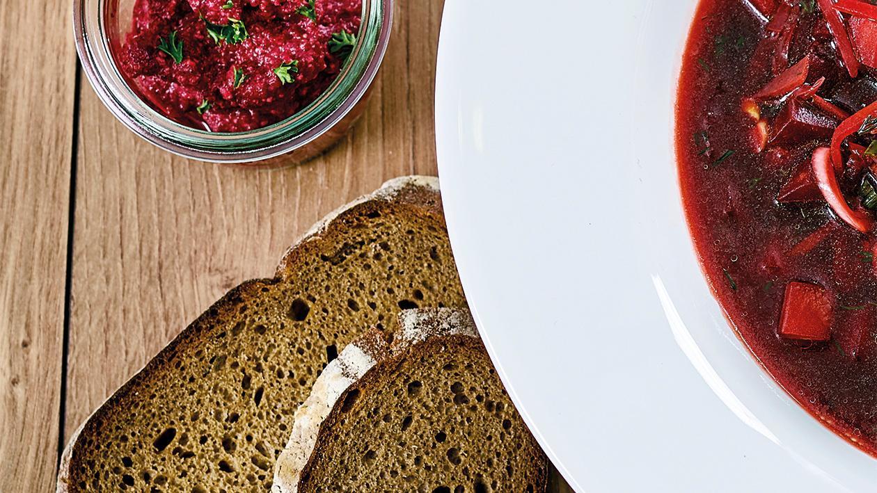 Kartoffel - Roggenbrot mit Rote Beete Aufstrich