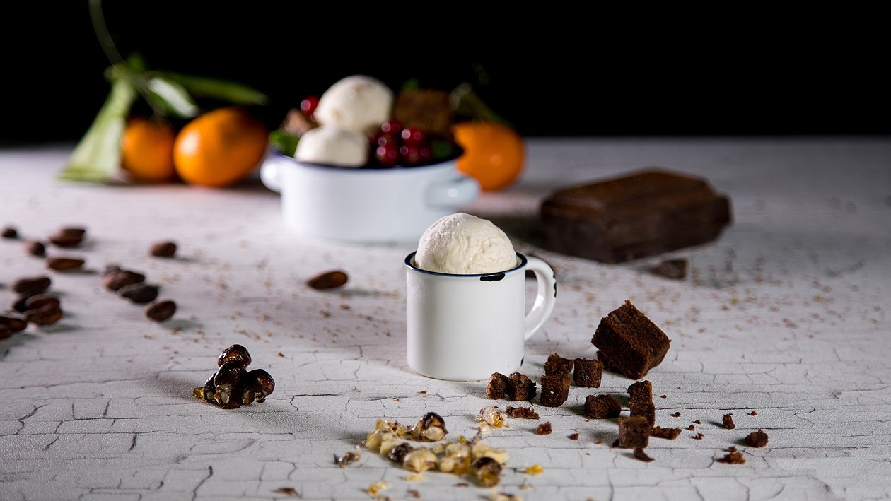 Nougat Eis mit saftigen Brownies
