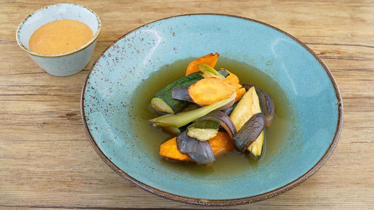 Ofengemüse mit Gewürzbrühe und einem pikanten Soja-Knoblauch-Dipp