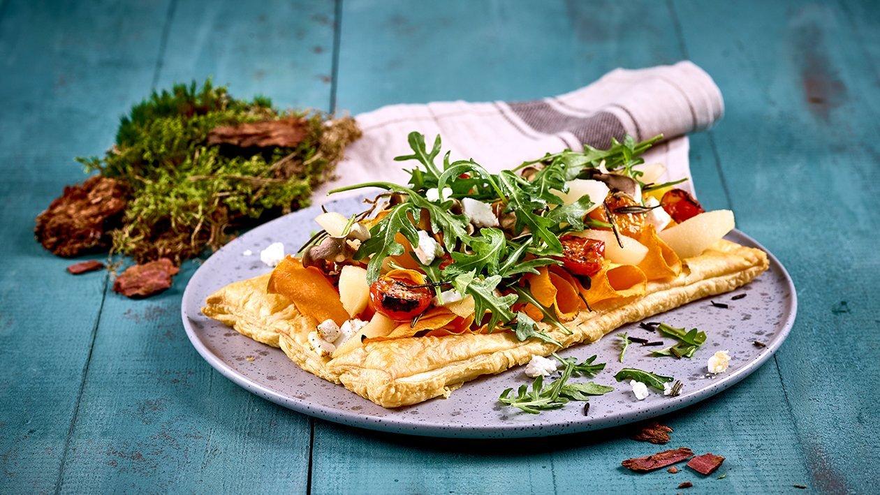 Offene Blätterteig Kürbis - Schafkäseschnitte mit Birnen und Rucola
