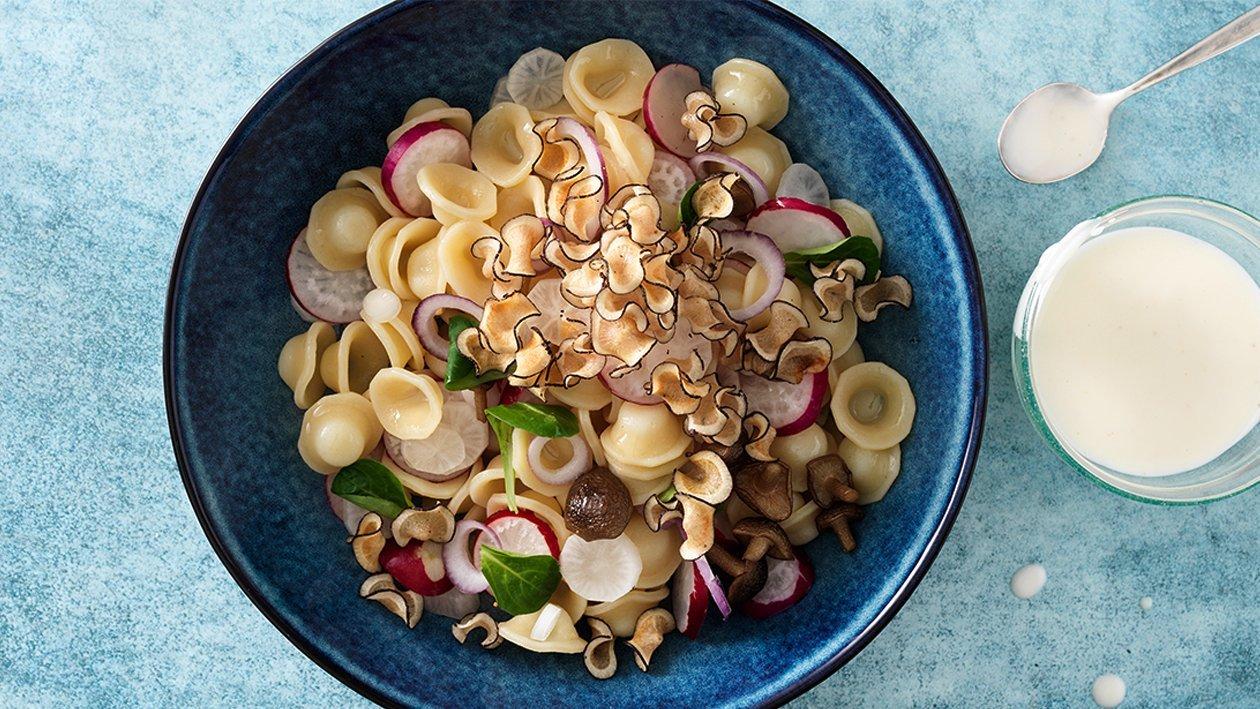 Orecchiette-Salat mit Radieschen, Pilzen und Rettich