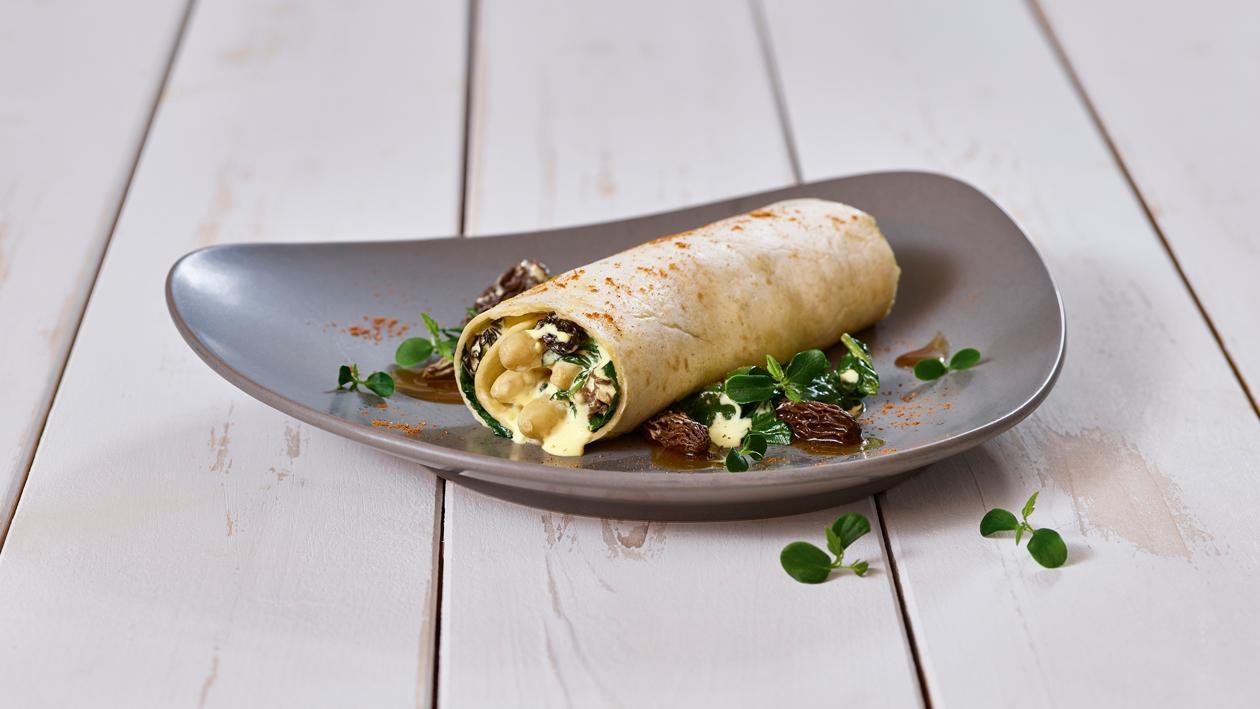 Pfannenkuchen Modern mit Spinat, Morcheln und Spargel