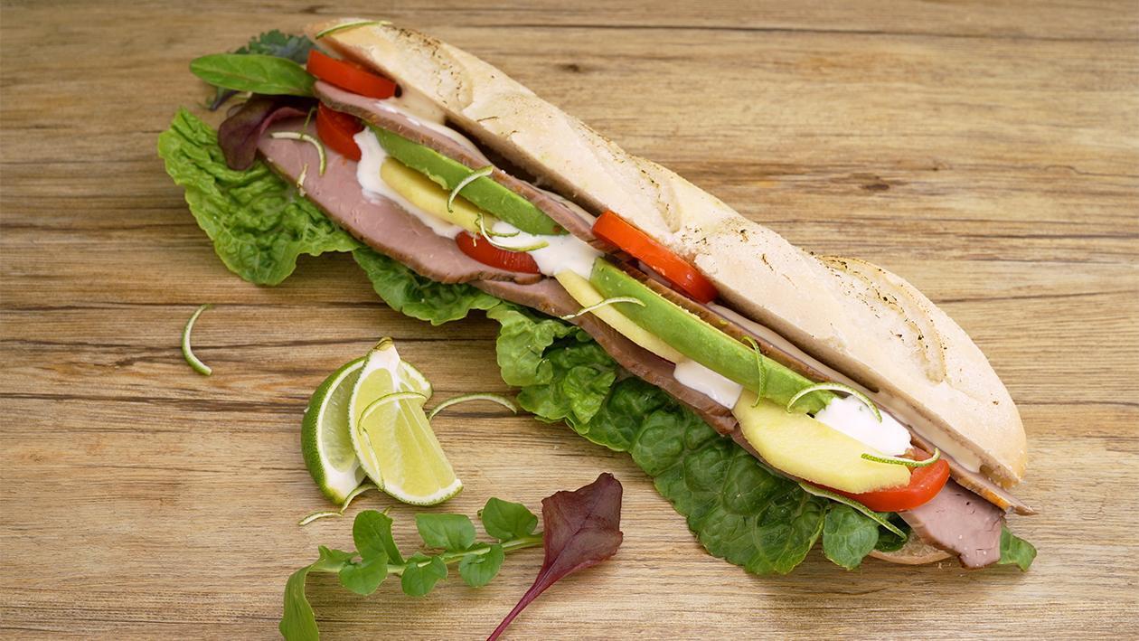 Pfeffer-Roast-Beef Sandwich Limetten-Mayo