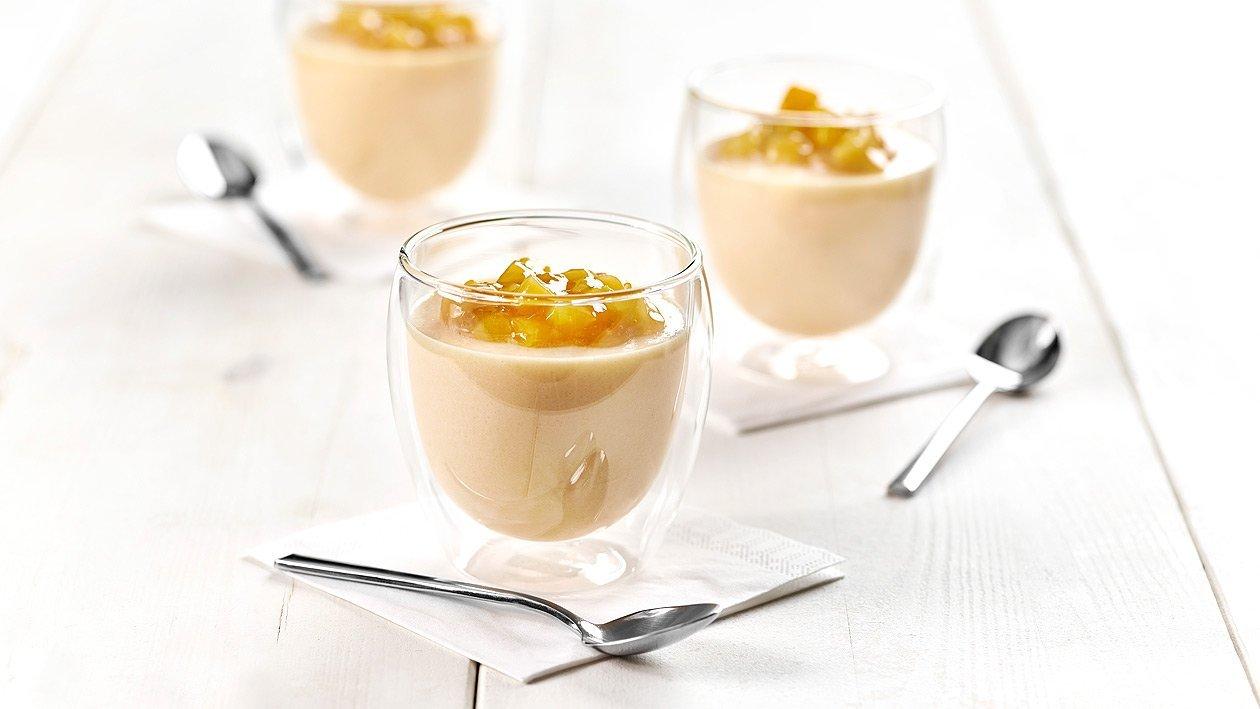 Pfirsich-Buttermilch Puddingcreme mit Gelber Grütze