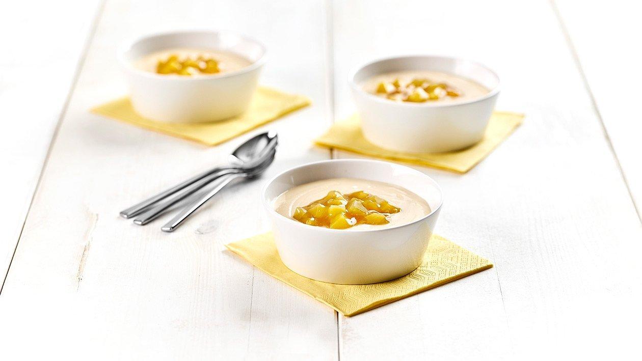 Pfirsich-Buttermilch Puddingsuppe mit Gelber Grütze