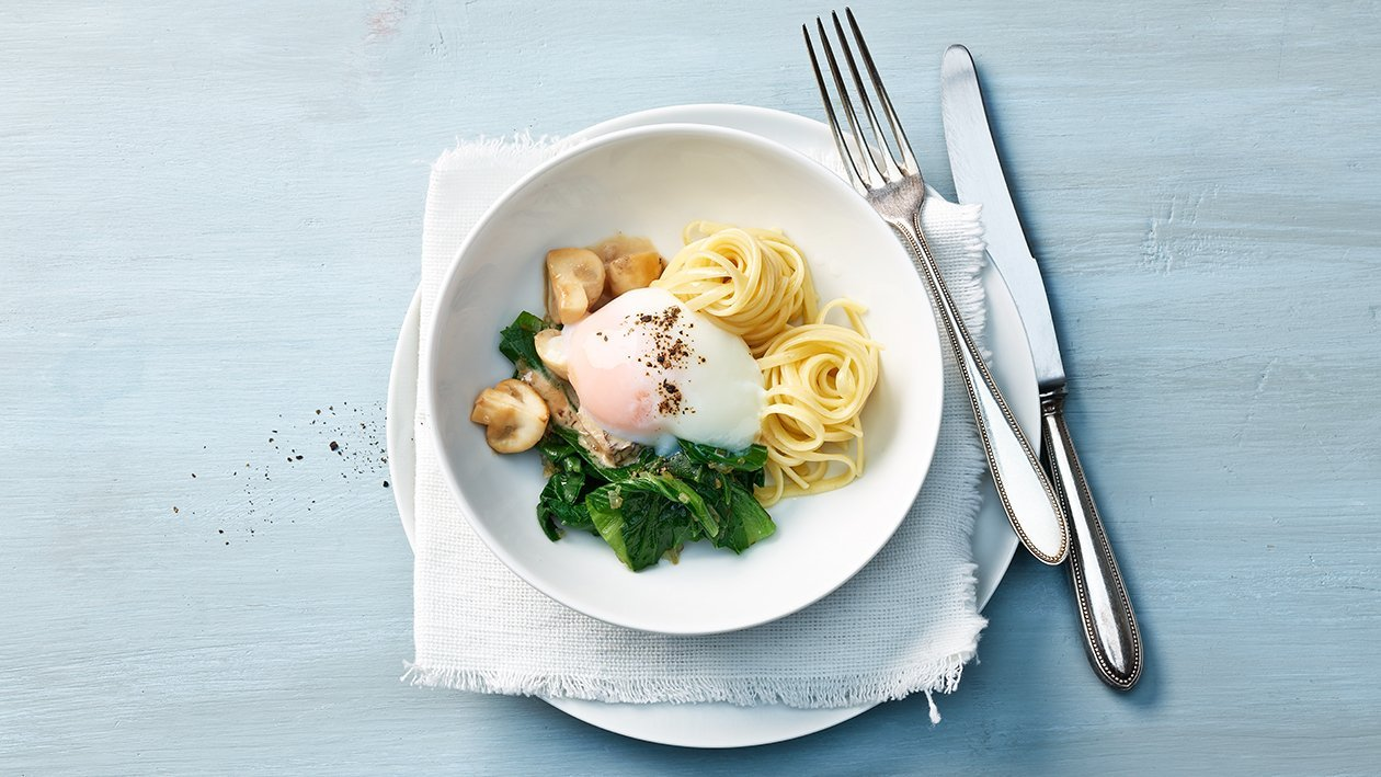 Pochiertes Ei mit Champignons und Spaghetti