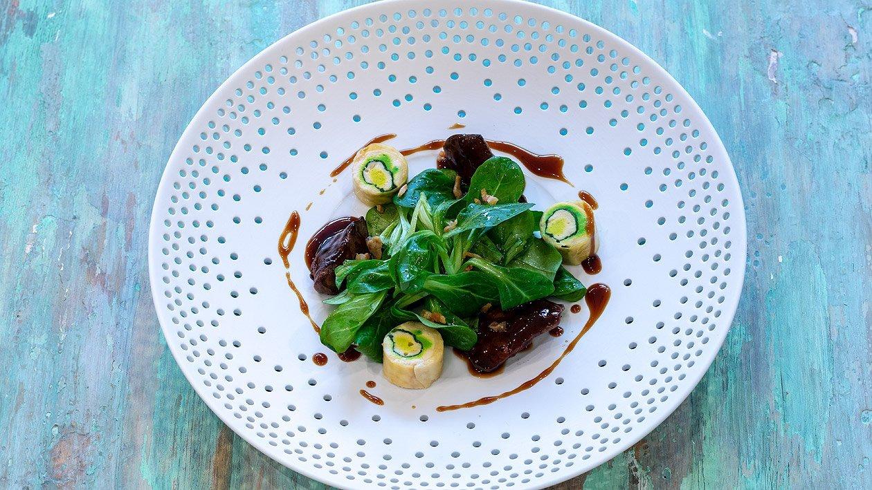 Poularde mit sautierter Geflügeleber und Feldsalat