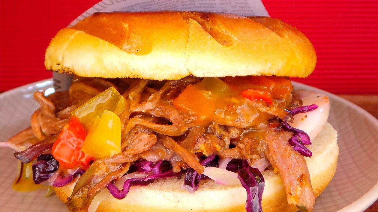 Pulled Schwein Burger mit Salsa