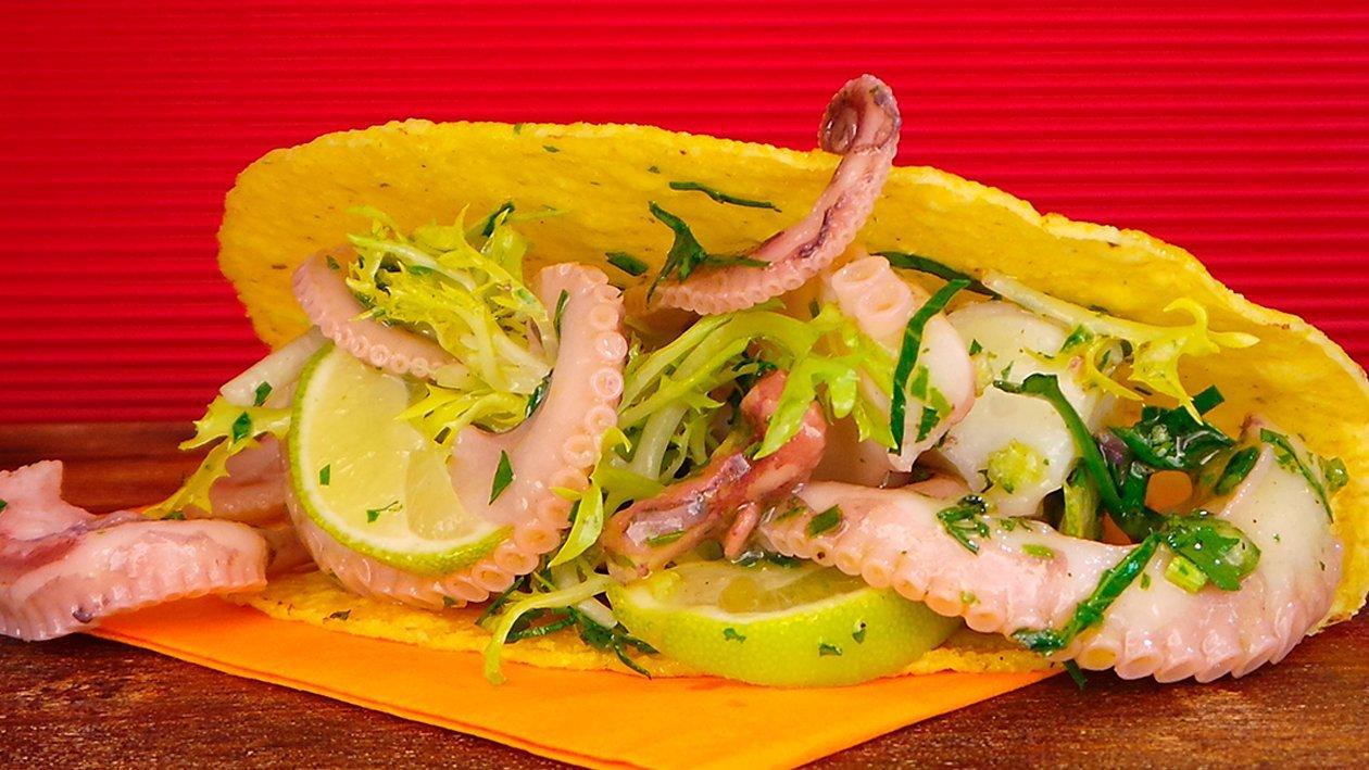 Pulpo Ceviche im Taco mit Chipotle Limetten Sauce