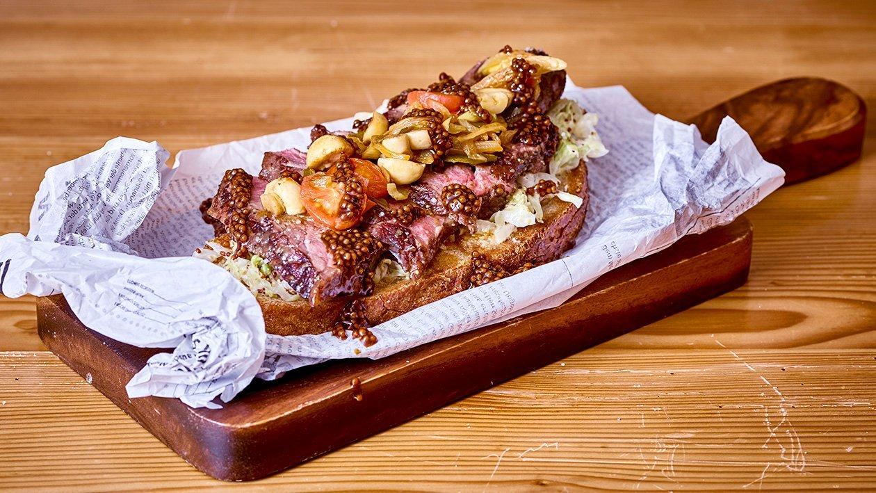 Roastbeefstulle mit Senfkraut, Tomaten Pilz Cider Salsa und Senfkaviar