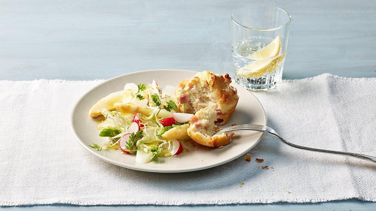 Rohschinken Muffin mit Spargelsalat