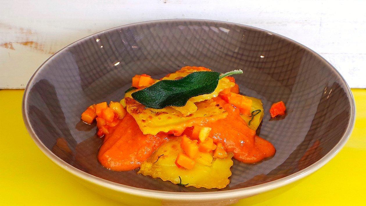 Salbei-Kürbis-Pasta mit Tomatensauce